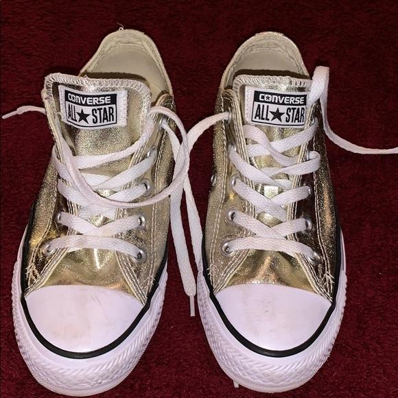 Converse Shoes   Super Cute Size 6